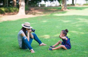 子どもの写真を撮る出張撮影カメラマン