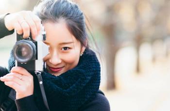 女性の出張撮影カメラマン
